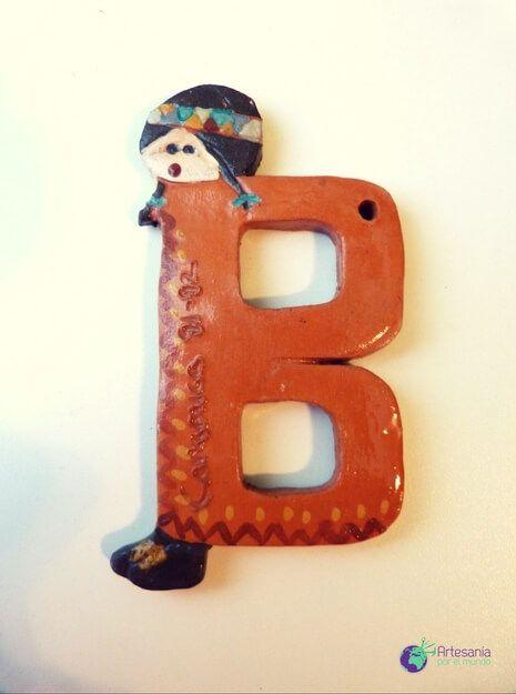 Letra B cerámica
