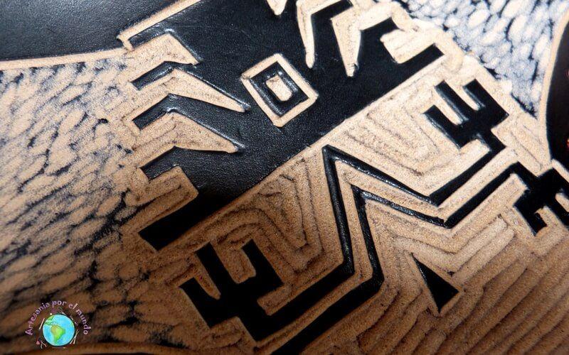 detalle tallado en cuero